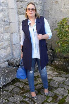 Trendy Curvy LOOK. OUTFIT TOTAL BLUE IN THE STREET #blue #azul #streetstyle #lookazul #bluelook #WeAreVioleta  #lookconjeans #lookotoño #lookcasual #tallagrande #casual #outfittallagrande #curvy #plussizecurve #fashionbloggermadrid #bloggercurvy #personalshopper #curvygirl #loslooksdemiarmario #bloggermadrid #outfit #plussizeblogger #fashionblogger #lookotoño #ootd #influencer #trend #trendy #bloggerXL