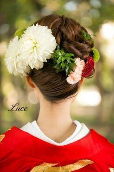 和装ヘアスタイル~人気の赤色打掛~|ウェディングヘアメイクルーチェのハッピースタイル♪ Cute Hairstyles, Bride Hairstyles, Geisha, Wedding Headdress, Modern Kimono, Wedding Kimono, Japanese Wedding, Hair Arrange, Japanese Hairstyle