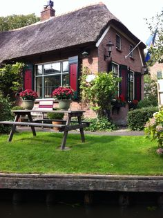 Giethoorn, a beautiful dutch village with no roads