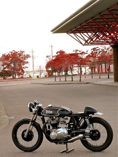Triton - Berry Bads - Inazuma Cafe Racer very nice Norton Motorcycle, Motorcycle Engine, Cafe Racer Motorcycle, Motorcycle Design, Bike Design, British Motorcycles, Vintage Motorcycles, Custom Motorcycles, Custom Bikes