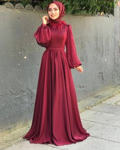 Image may contain: one or more people and people standing Tesettür Mayo Şort Modelleri 2020 Hijab Prom Dress, Hijab Evening Dress, Hijab Style Dress, Modest Fashion Hijab, Muslim Dress, Dress Outfits, Casual Dresses, Fashion Dresses, Prom Dresses