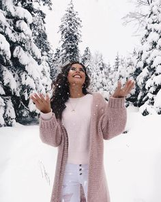 super Ideas for fashion photography ideas winter snow Winter Instagram, Photo Instagram, Disney Instagram, Instagram Christmas, Snow Photography, Photography Poses, Fashion Photography, Clothing Photography, Product Photography
