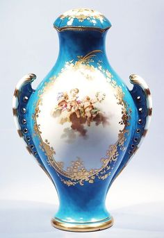 Vase with cover (Vase urne antique) Modeler: Jean-Claude Duplessis (active Art Nouveau, Rococo, Baroque, Historical Art, Vintage Vases, Jewelry Boards, China Porcelain, Art And Architecture, Pottery Art