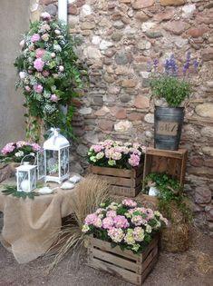 Field Wedding, Garden Wedding, Deco Champetre, Flower Tower, Country Wedding Decorations, Wedding Centerpieces, Country Wedding Flowers, Outdoor Decorations, Reception Decorations