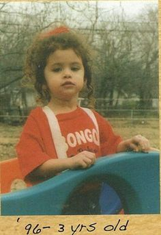 Here's a photo of Selena Gomez when she was a little girl. Here's a photo of Selena Gomez when she was a little girl. Selena Gomez Music, Selena Gomez Cute, Selena Gomez Fotos, Selena Gomez Style, Do I Love Her, Divas, Selena Gomez Wallpaper, Girls Run The World, Young Celebrities