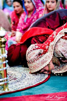 sikh wedding ceremony ALL RIGHTS TO A.S. NAGPAL PHOTOGRAPHY… Bengali Wedding, Indian Wedding Couple, Big Fat Indian Wedding, Sikh Wedding, South Asian Wedding, Indian Weddings, Wedding Couples, Wedding Ceremony, Wedding Photos