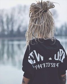 Dreadshare : Photo I really do love dreads . I can't bring myself to put them in myself but I've always loved dreads. Idk why I just do lol .