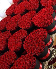Красные розы в коробке - идеальный подарок! Red roses in box - a great gift! million roses, roses in boxes, red roses box flower, box roses