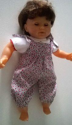 eb0a6b7f318aa Cette combinaison et son chemisier conviennent à des poupées de 36 cm ou de  40 cm