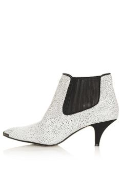 Love the Topshop ALBERTINA Kitten Heel Boots on Wantering | Winter Fashion Trends for Women | Low Heels | womens low heeled ankle boots | womens style | womens fashion | wantering http://www.wantering.com/womens-clothing-item/albertina-kitten-heel-boots/afnFC/