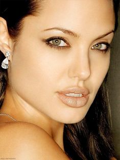 Angelina Jolie, My God she is gorgeous! Angelina Jolie Makeup, Angelina Jolie Pictures, Brad And Angelina, Angelina Jolie Photos, She Is Gorgeous, Beautiful Eyes, Beautiful Women, Jolie Pitt, Foto Art