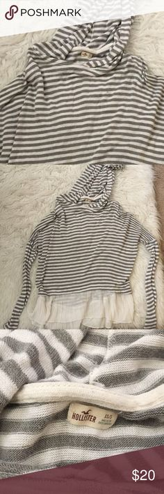 hollister hooded tunic 💛 NO TRADES 💛 💛YES OFFERS ( bundle offers too) 💛 💛 NO LOWBALLS 💛 💛FREE GIFT $25 + 💛 💛CLOSET DISCOUNT 15% OFF 2+ 💛 Hollister Sweaters