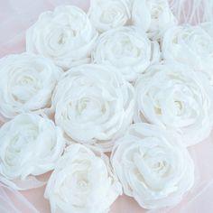 КРАСИВЫЕ 🕊АКСЕССУАРЫ в Instagram: «Цветы ручной работы... 🕊🕊🕊🕊🕊🕊🕊🕊 Легкие, воздушные цветы. Эти цветы на фото выполнены для свадебного платья. Назначение цветов может быть…» Icing, Rose, Flowers, Desserts, Plants, Tailgate Desserts, Pink, Deserts, Postres