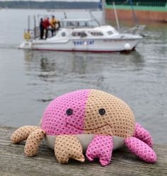 The crab is a weighty doorstop coming in around 1.4 kilos and with claws stretched measures 30 cms across and 18cms depth and stands about 12 cms in height.