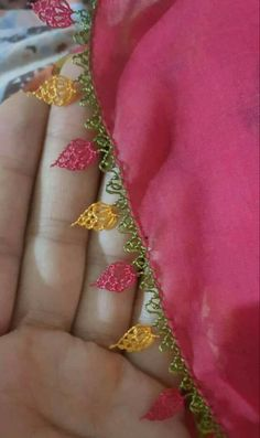 This Pin was discovered by Gul Needle Lace, Needle And Thread, Types Of Lace, Lace Making, Baby Knitting Patterns, Tatting, Diy And Crafts, Embroidery, Sewing
