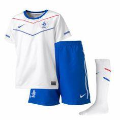 Nike NEDERLAND LITTLE BOYS AW. Dit officile Nederlands elftal uittenue voor kinderen bestaat uit een wit shirt een blauw broekje en witte sokken Door middel van het veterkoord is het broekje te tailleren. #oranje #wkvoetbal #wkbrazilie2014 #wkoranje #oranjeproducten