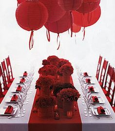festive red party - perfect for valentines day, Christmas party, anything! Valentines Day Tablescapes, Valentines Day Weddings, Valentines Day Party, Holiday Tablescape, Valentine Ideas, Valentinstag Party, Decoration Evenementielle, Wedding Cake Red, Wedding Colors