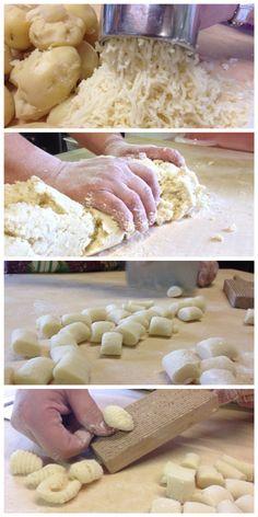 Gnocchi di patate, conditi poi con un meraviglioso ragù di carne. Venite ad assaggiarli nel nostro agriturismo! www.civardiracemus.com