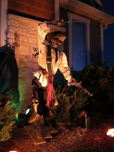 From on HF nice set up of lighting orange/amber in front a little green in back Pirate Halloween Decorations, Pirate Halloween Party, Pirate Decor, Halloween Forum, Pirate Theme, Outdoor Halloween, Halloween 2019, Holidays Halloween, Halloween Themes