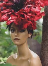 Garden of Delights Vogue US, December 2006 Photographer: Steven Meisel Model: Gemma Ward Giant Poppy headpiece by Philip Treacy Gemma Ward, Steven Meisel, Philip Treacy Hats, Sasha Pivovarova, Karen Elson, Vogue Us, Foto Art, Mode Inspiration, Color Inspiration