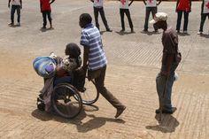 La imagen es una historia en sí misma y recoge la esencia del objetivo de Biko: humanizar a las personas de Kibera y mostrarlas en un auténtico reto por vivir.  BIKO MACOINS