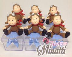 Caixinha de acrílico com decoração em biscuit    NÃO VENDO SOMENTE OS APLIQUES    PEDIDO MÍNIMO 12 UNIDADES