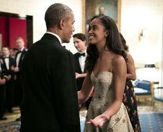 Οι κομψές κόρες της Μισέλ και του Μπάρακ Ομπάμα μονοπωλούν τα φλας των φωτογράφων με τα κομψές τους επίσημα και casual σύνολα.