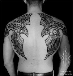 80 beautiful raven tattoo designs - select yours today Pagan Tattoo, Norse Tattoo, Tattoo On, Body Art Tattoos, New Tattoos, Hand Tattoos, Cool Tattoos, Celtic Raven Tattoo, Celtic Warrior Tattoos