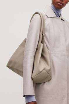 COS | Accessories Leather Bag, Leather Totes, Beige Outfit, Sling Backpack, Minimal Chic, Other Accessories, Cos, Retro Fashion, Backpacks