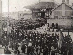 Funeral of Queen Min (Empress Myeongseong) in 1895 Seoul. She had been assassinated by Japanese due to her pro-Russian stance.Korea was declared a protectorate in 1905 and annexed in Korean Photo, My Wife Is, South Korea, Funeral, Seoul, Asian Beauty, Paris Skyline, Japanese, Queen