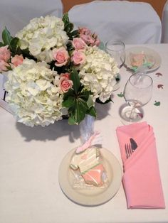 Table decor with favors