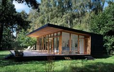 Spaces for easy breathing modern forest cabin Zealand Island - Architecture Forest Cabin, Forest House, Forest Cottage, Cabins In The Woods, House In The Woods, Casas Containers, Small Modern Home, Modern Spaces, Beach House Decor