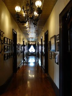 The terrifying history behind the most haunted hotel in New Mexico will give you chils - are you willing to spend a night there? Haunted Hotel, Most Haunted, Haunted Places, Hotel Santa Fe, Mexico Places To Visit, New Mexico History, Strange Events, Creepy Houses, Land Of Enchantment