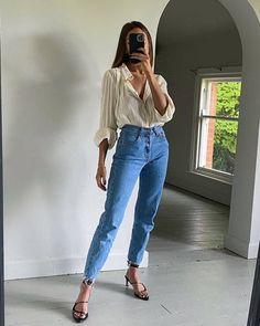 Look Fashion, Fashion Outfits, Denim Fashion, Hijab Fashion, Fashion Beauty, Mom Jeans Outfit Summer, Mom Jeans Style, Shoes With Jeans, Dressy Outfits