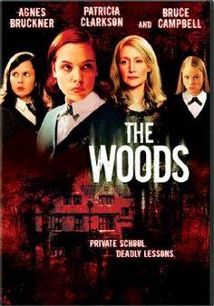 Dacă tot sunt răcită-țintuită-în-casă-în-mijlocul-verii, mă uit la filme la care nu m-am uitat din x motive acum unu-doi-trei-mai mulți-ani. Și din categoria asta, iată și The Woods (2006). Film numai bun de creat atmosferă drăguță, atunci când creierul îți e suficient de murat de răceală pentru a se speria și …