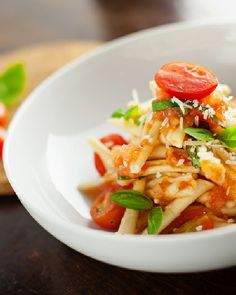 Low FODMAP Gluten Free Pasta with Chii Tomatoes & Spinach http://www.ibssano.com/pasta_chilli_tomatoes.html Update