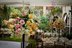 Dale un vistazo a nuestros tableros de #Pinterest y entérate de todo lo que www.bougainvilleabodas.com.mx -  Wedding Planner hace en el are de FLOWER DECO.
