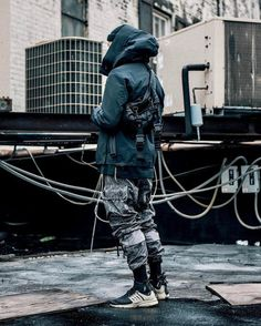 10 Eye-Opening Tips: Urban Wear Women Donna Karan urban wear for men ray bans.Urban Fashion Menswear Internet urban wear for men ray bans. Urban Street Fashion, Mode Cyberpunk, Cyberpunk Fashion, Urban Apparel, Men Looks, Urban Style Outfits, Camouflage Pants, Beastie Boys, Mens Fashion