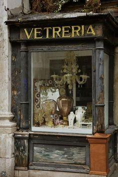 Venice, Italy - a little Venetian glass store. Beautiful shops, markets and cafes. Antique Shops, Vintage Shops, Miss Clara, Tante Emma Laden, Boutiques, Store Front Windows, Shop Windows, Glass Store, Paper Birds