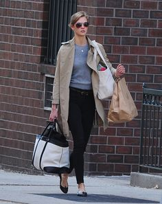 For running errands, an Audrey disciple would never give in to the lure of workout leggings and sneakers. The easy outfit Karlie put together, mixing black skinnies, flats, and another gray sweater, was just as comfortable for running around in but looked heaps more polished.