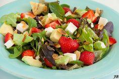Aardbeien, feta & avocado salade