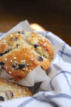 Perfect Plum Muffins (Made with Yogurt).Don't Knock 'em Till you try 'em! Fruit Yogurt, Healthy Yogurt, Healthy Eating, Plum Recipes, Gourmet Recipes, Healthy Recipes, Spring Recipes, Sweets Recipes, Easy Recipes