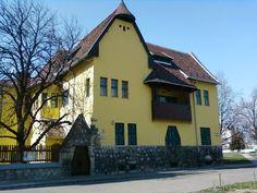 obudai_reformatus_templom Kos, Mansions, House Styles, Home Decor, Mansion Houses, Homemade Home Decor, Manor Houses, Fancy Houses, Decoration Home