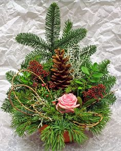 Billedresultat for gravsmyckning Grave Decorations, New Years Decorations, Flower Decorations, Grave Flowers, Funeral Flowers, Winter Christmas, Christmas Wreaths, Christmas Decorations, Homemade Wreaths