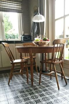 ≥ Round table with 4 chairs - Tables | Dining tables - Marktplaats.nl