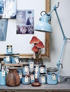 Idé til pakkekalender - syltetøjsglas malet i din blå farve med tal på hvert glas
