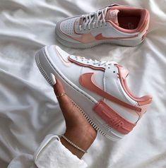 Nike Fashion, Sneakers Fashion, Fashion Shoes, Style Fashion, Men Fashion, Jordan Shoes Girls, Girls Shoes, Shoes Women, Women Sandals