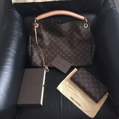 Great sale don't miss it!!!! New handbag and wallet 1:1...inspire LV artsy GM ...price reflects ...good deal i promise you handbag was 380 wallet 175 and brand new with box and dust bag ,LV bag Louis Vuitton Other