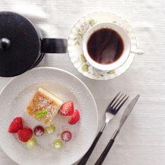 Rainy morning  Pinterestで見た マジックケーキを 作ってみました 綺麗に3層に分かれ 雨の日曜日の朝に 食べるには良いと思います  熊本の方々に早く落ち着いた生活ができることを思います #負けないで熊本  #雨の日曜日  #coffee #cafe #instagood #instafood #foodie #cafe #sundaymorning #rainyday #good #barredevink #winebar #wine #kanoya #genuine #sweet #cake #delistagrammer #deristagrammer