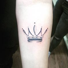 17 Awesome Crown Tattoos For Women - Awesome Tattoos